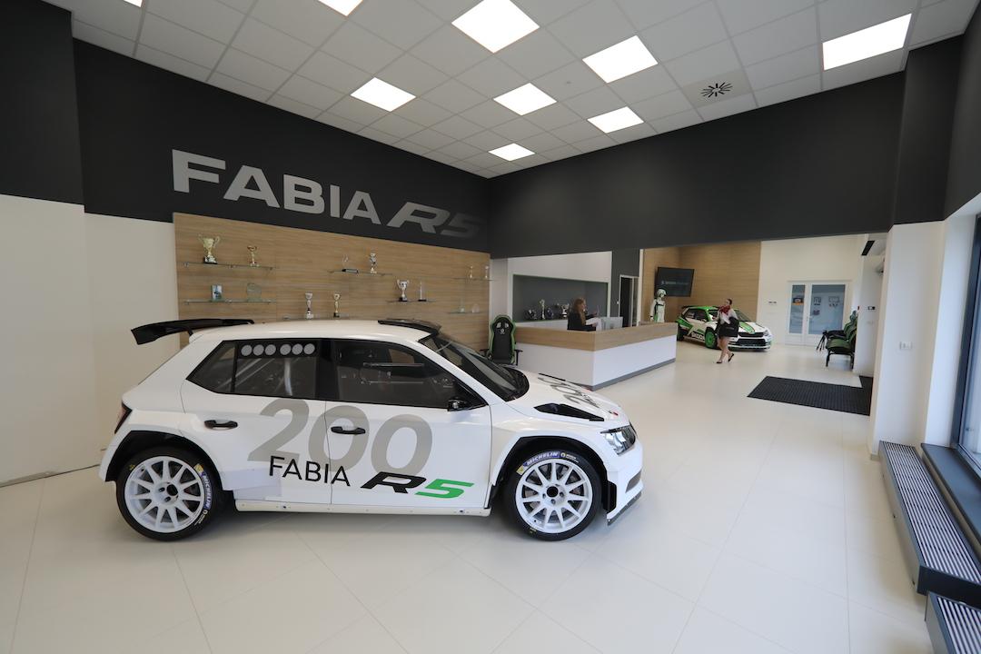 ŠKODA Motorsport dodala zákaznickému týmu dvoustý vůz FABIA R5