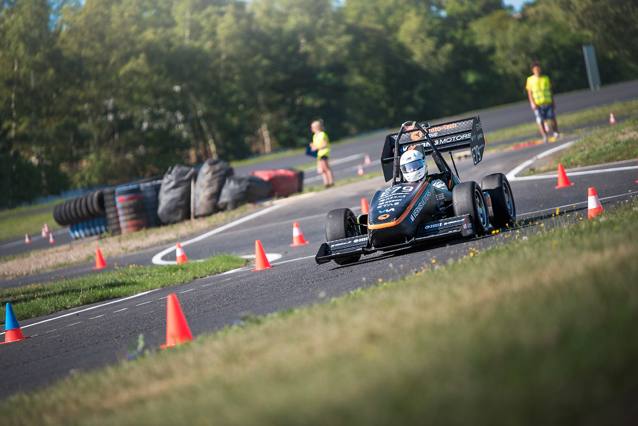Formula Student: When Students Learn by Building Racecars