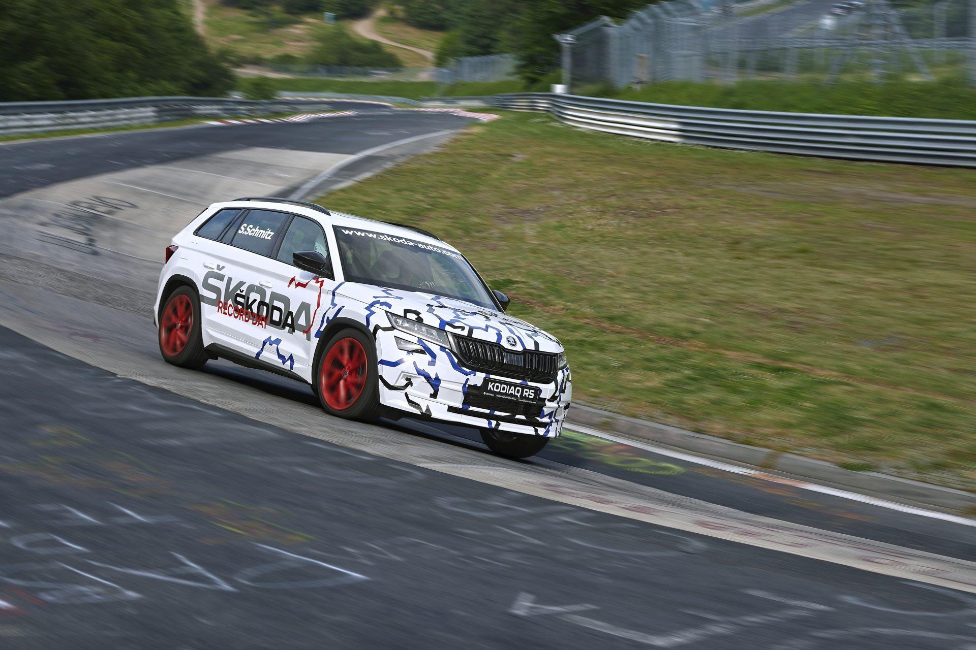 ŠKODA KODIAQ RS z rekordowym wynikiem na torze Nürburgring